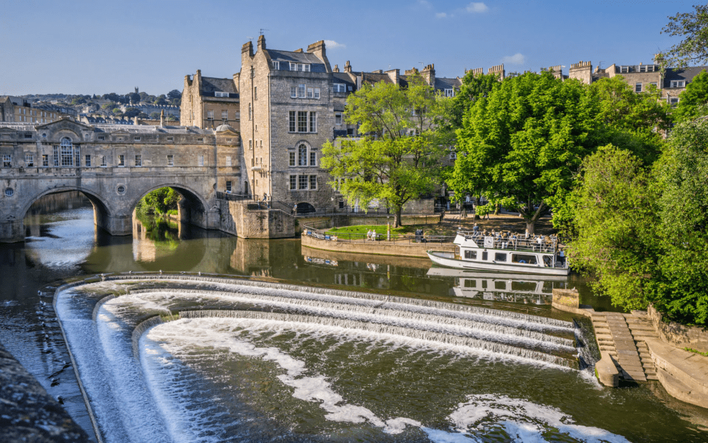 Stunning picture of the Weir in Bath.